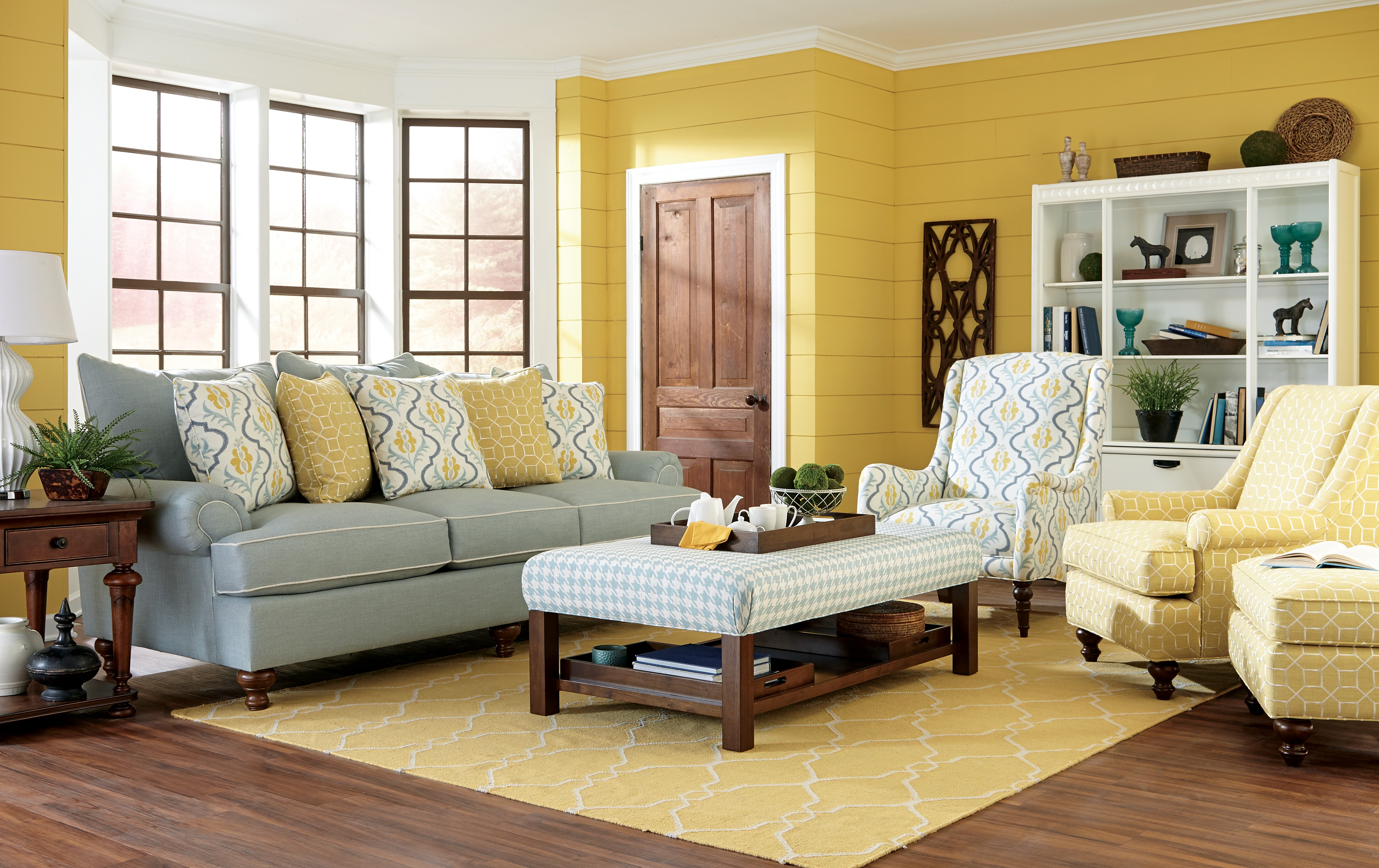 Small living room furniture cute old living room for Best seating for small living room